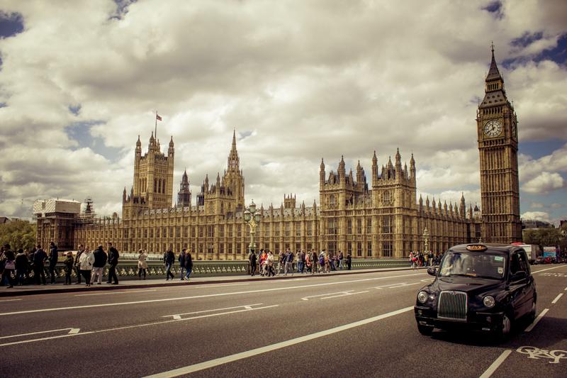 Black cab treasure hunt around London city