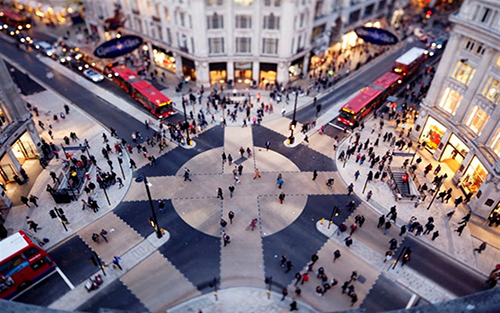 An image taken of a busy London city during Go Team London Taxi Treasure Hunt