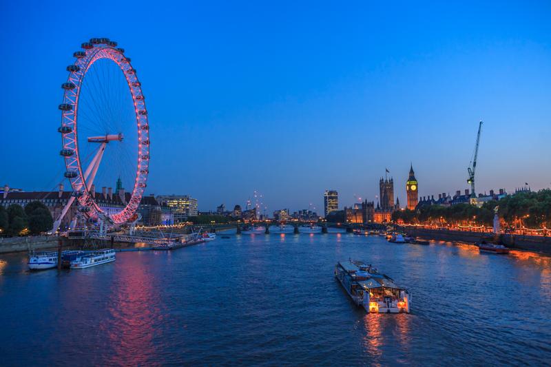 River Thames Treasure hunt in a boat at night